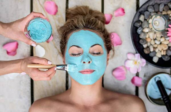 woman-spa-facial